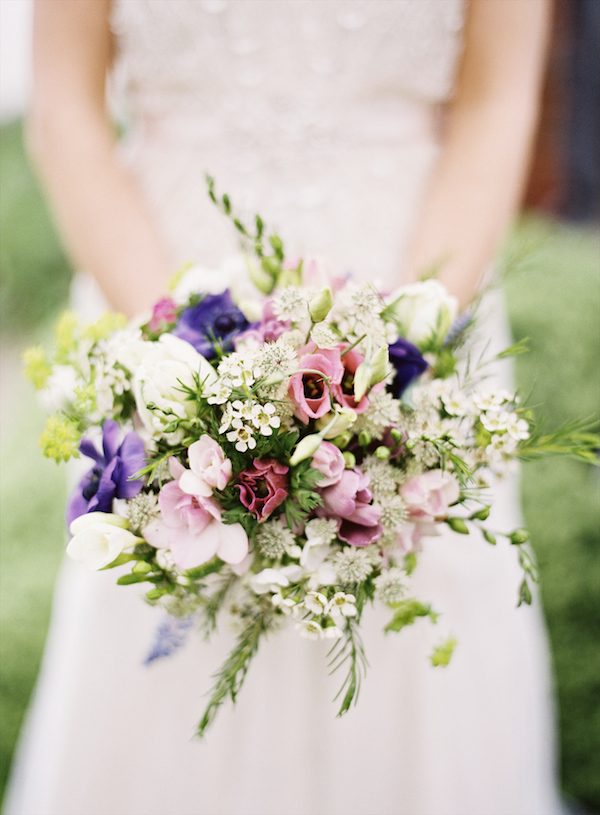 Beautiful garden inspired bridal bouquet - Photo by Aneta MAK