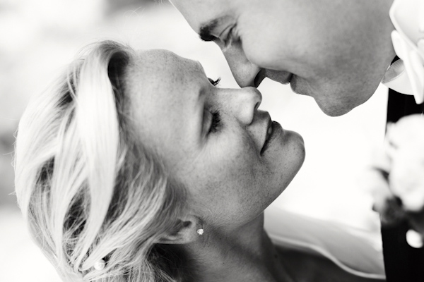 the kiss of the happy couple - wedding photo by top Swedish wedding photographers Dayfotografi