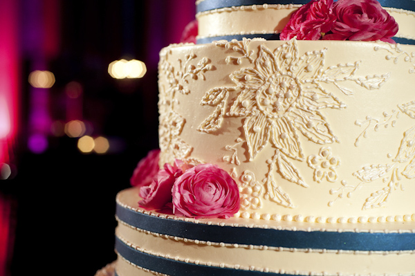 wedding cake with flowers - wedding photo by top South Carolina wedding photographer Leigh Webber