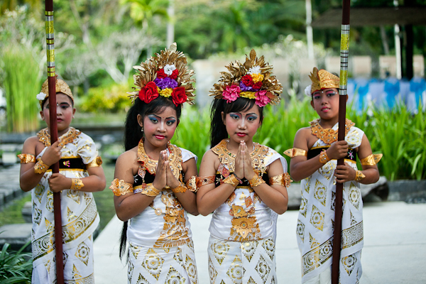 flower girls in gold and white traditional clothing with floral crowns - traditional Indonesian wedding in Bali - photo by Portland wedding photographer Bunn Salarzon