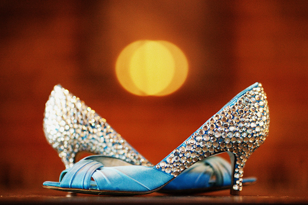 the bride's wedding shoes waiting for her - photo by Dallas based destination wedding photographer Poser