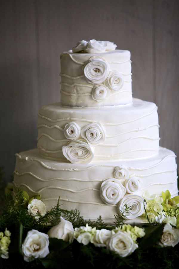 All-white wedding cake with rosebud icing decor - photo by top Atlanta-based wedding photographer Scott Hopkins Photography