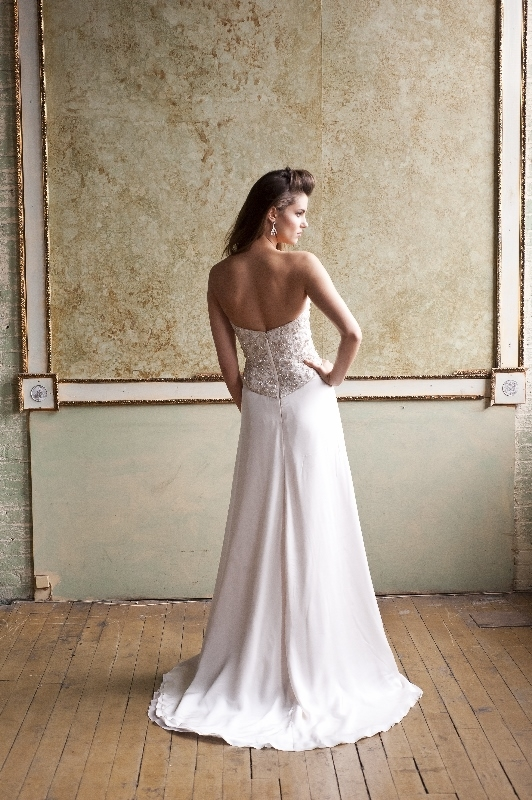 Enaura Bridal Couture - Spring 2014 Bridal Collection - Sheath gown with a sweetheart neckline, blush beaded floral bodice and a satin chiffon skirt</p>