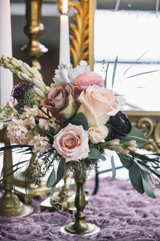 vintage rose centerpiece in gold vase, photo by Vue Photography