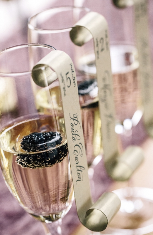 escort name cards hung on champagne glasses, photo by Vue Photography