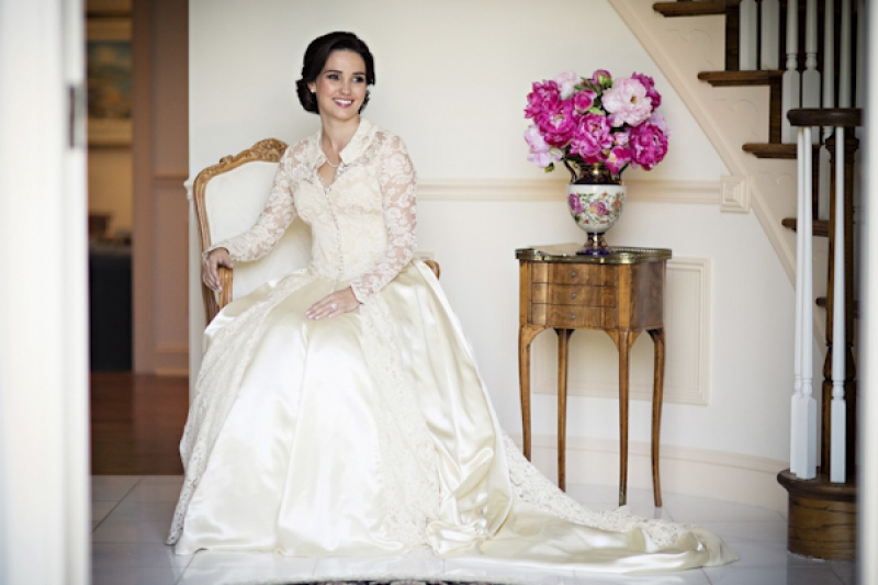 bride in her mother's vintage wedding dress, photo by Asya Photography