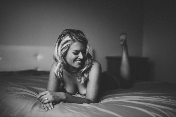 Intimate Calgary Boudoir Session at Home by Riana Lisbeth Photography