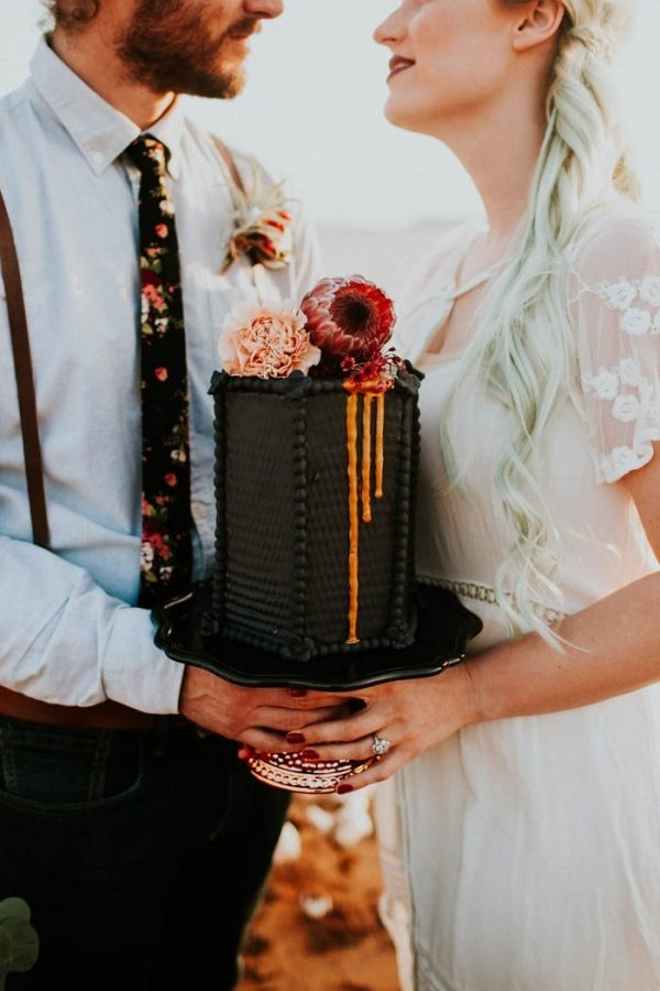 Alternative Elopement Inspiration with Geometric Black Cake