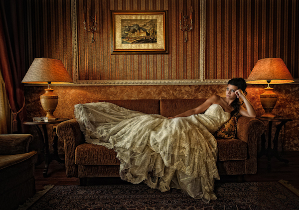 distinctive wedding portrait by Greek wedding photographer Nik Pekridis of Photopek