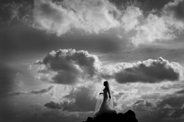 gorgeous, classic black and white bridal portrait by top Brazilian wedding photographer Vinicius Matos