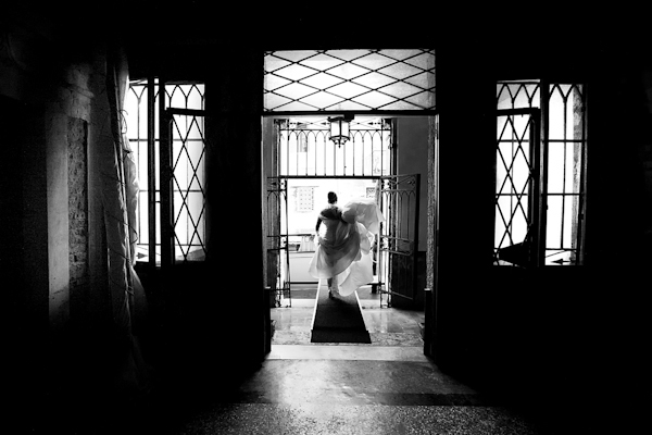 gorgeous, classic black and white bridal portrait by top Italian wedding photographer De Tito Photography