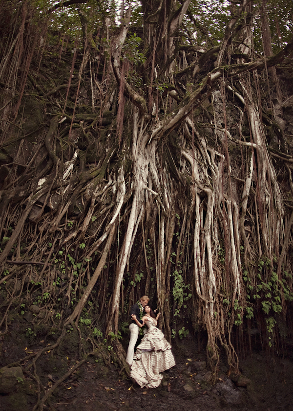 Romantic and organic Maui wedding photos by top wedding photographer Joy Marie Photography | via junebugweddings.com