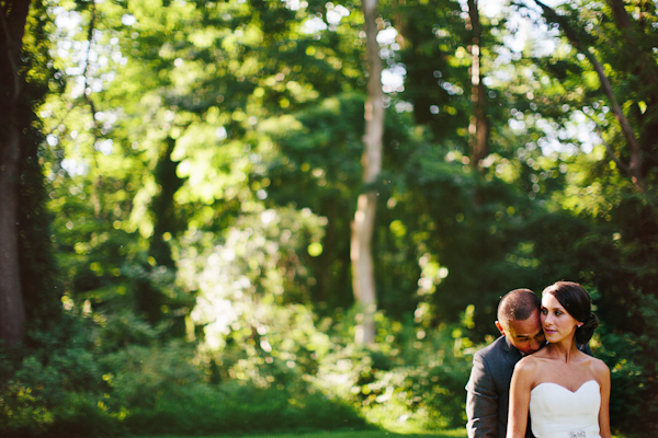 relaxed and rustic outdoor wedding in hudson valley photographed by wedding photographer pat furey junebugweddings