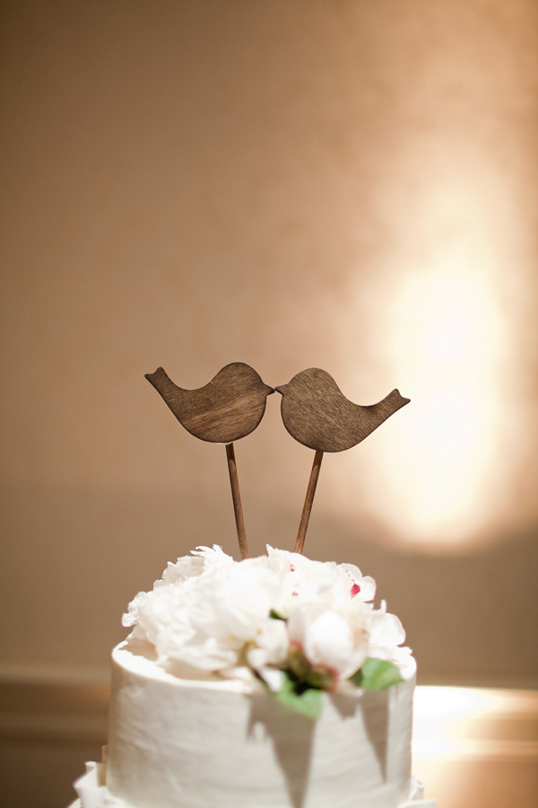bird wedding cake topper alabama wedding at the grand hotel kellie kano junebug 1723