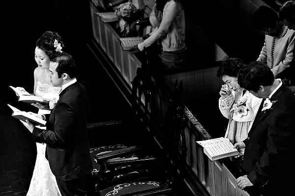 wedding photo by New York based wedding photographer Susan Stripling | via junebugweddings.com