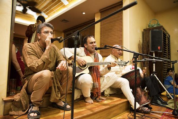 Indian wedding in Honolulu, Hawaii at The Royal Hawaiian, photos by Derek Wong Photography | via junebugweddings.com