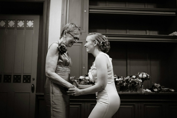 sweet mother and daughter photo by Philip Thomas Photography | junebugweddings.com