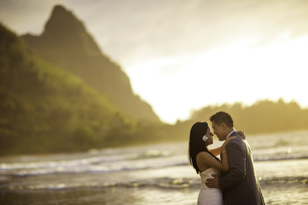tropical destination wedding in Princeville, Kaua'i, Hawai'i, photos by Brett Butterstein Photography | via junebugweddings.com