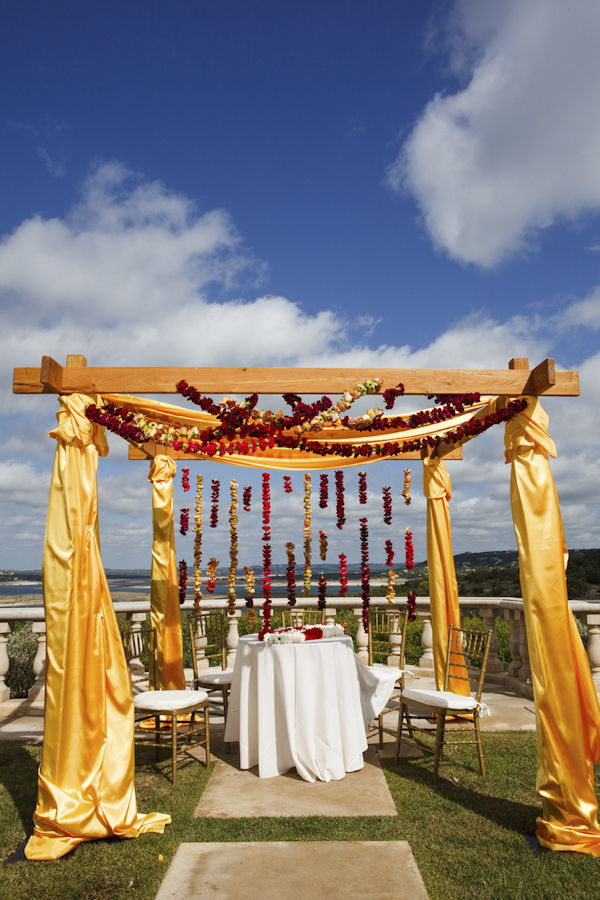 wedding at Villa Del Lago in Austin, Texas, Photos by Jake Holt Photography | via junebugweddings.com