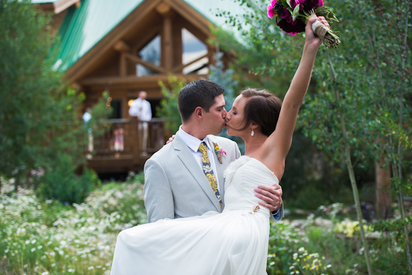 wedding at Wild Horse Inn in Colorado with photos by Chowen Photography | via junebugweddings.com