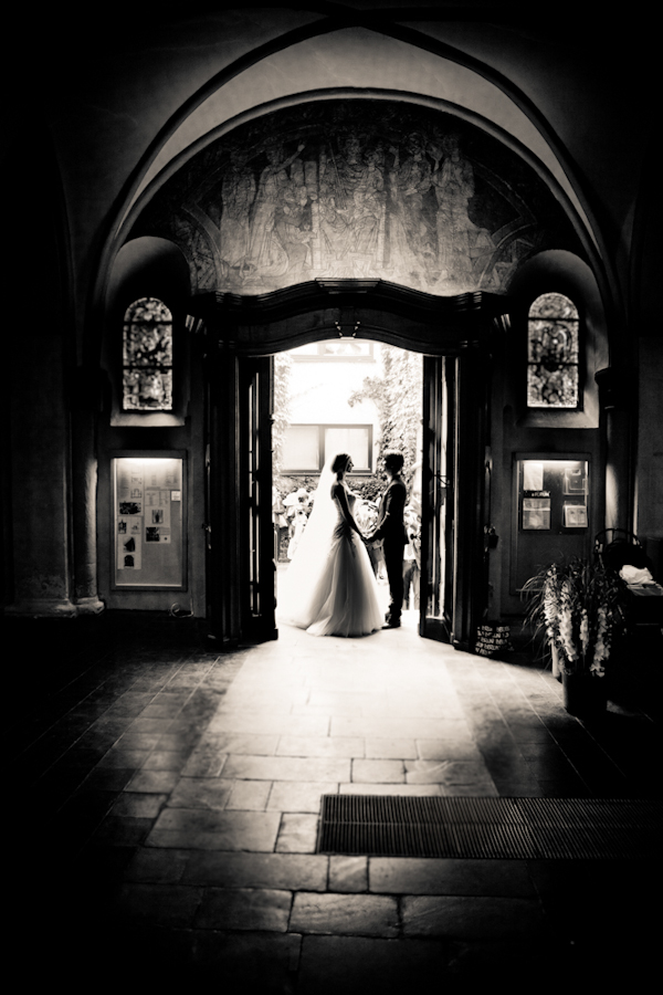 creative wedding photo by top German wedding photographers Vitamedia Hochzeitsfotografie