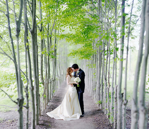 beautiful wedding portrait - honorable mention from the Junebug Best of the Best 2011, photo by Ryan Brenizer of Ryan Brenizer Photography