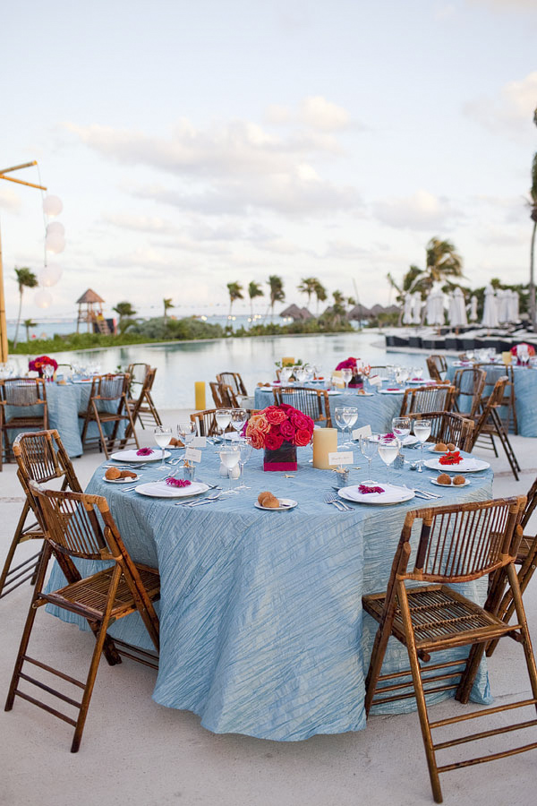 beach wedding reception tabletop - Riviera Maya, Mexico destination wedding - photo by Dallas based wedding photographer Jeremy Gilliam