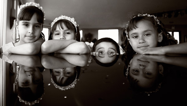 adorable kids real wedding image by Roberto Valenzuela Photography