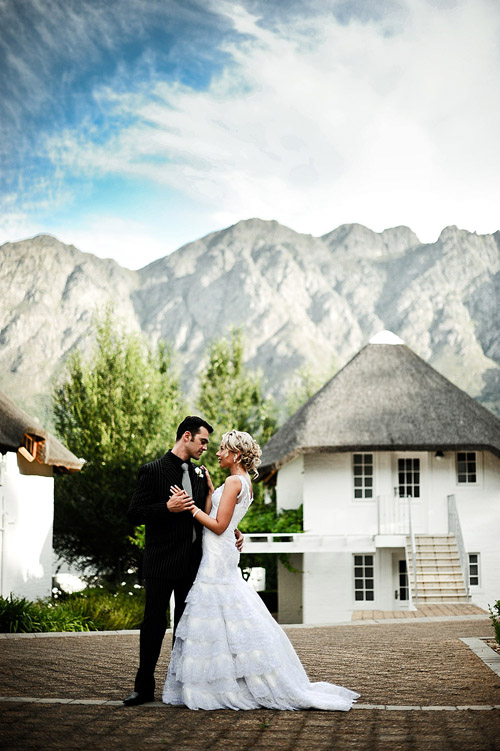glamorous south african real wedding, black, white, gray and silver wedding color palette, image by Eric Uys