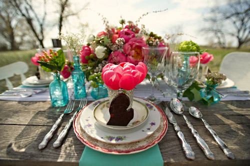 Vintage Coral and Turquoise Wedding Decor Ideas | Junebug Weddings
