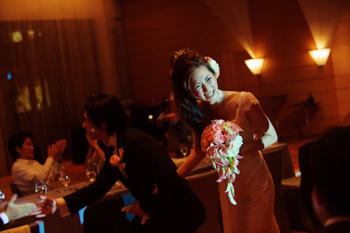 Elegant Japanese wedding at the Tokyo American Club - photos by 37 Frames Photography | junebugweddings.com