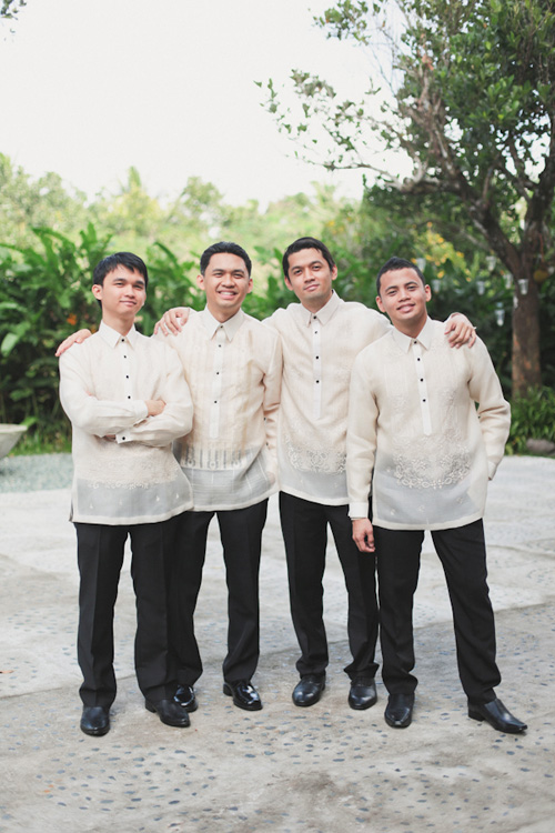 elegant outdoor wedding at Hacienda Isabella, Tagaytay, Philippines - photos by destination wedding photographers Jeff and Lisa Photography | Junebug Weddings