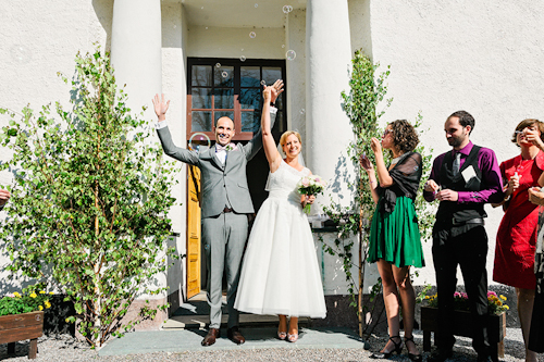 fresh and pretty countryside wedding in Gnesta, Sweden, photos by 2 Brides Photography | junebugweddings.com