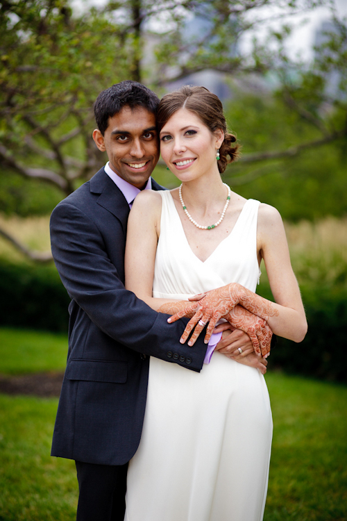 Bright, exuberant Hindu wedding - photos by Cathy and David Photographers | junebugweddings.com