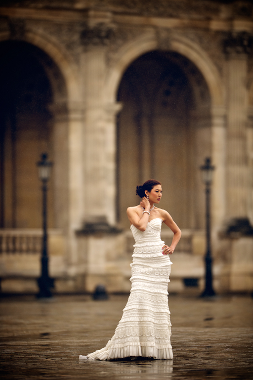 Honeymoon Photo Shoot in Paris by David Wittig Photography | junebugweddings.com