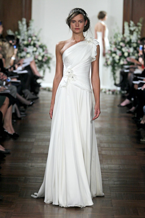 Vintage inspired wedding dress from Jenny Packham | via junebugweddings.com