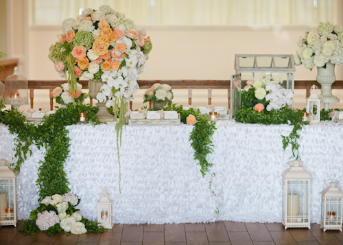 Sparkly peach, apricot, and white wedding at Carmel Mountain Ranch Country Club - photos by Joielala Photographie | junebugweddings.com
