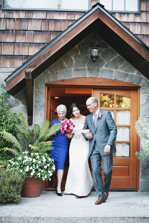 sweet and pretty wedding at Bella Luna Farms with photos by Michele M Waite Photography | junebugweddings.com