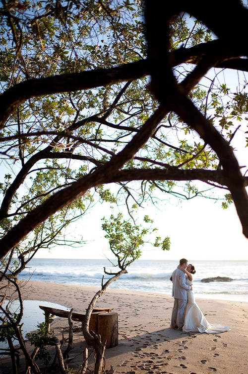 Tropical Destination Wedding in Costa Rica - Photo by Comfort Studio