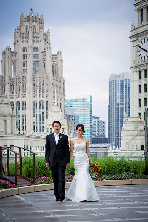 /img/whatjunebugloves/january2012/trump-international-hotel-and-tower-chicago-wedding-wasio-photography-1.jpg | junebugweddings.com