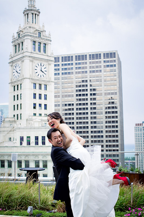 /img/whatjunebugloves/january2012/trump-international-hotel-and-tower-chicago-wedding-wasio-photography-21.jpg | junebugweddings.com