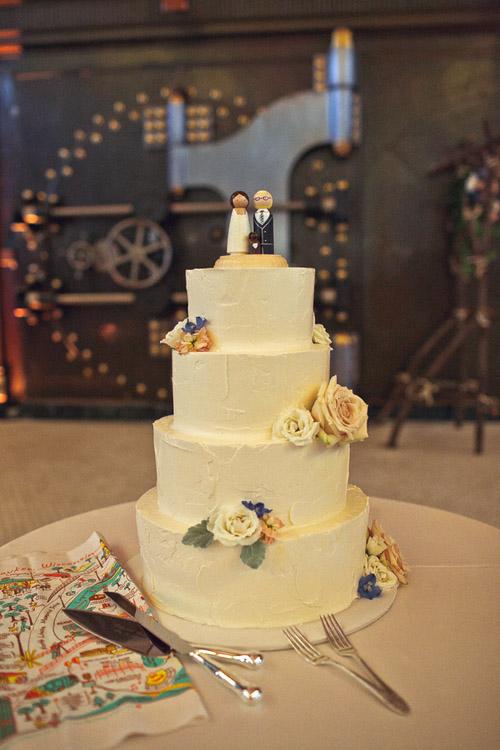 Vintage Inspired Wisconsin Wedding | Junebug Weddings