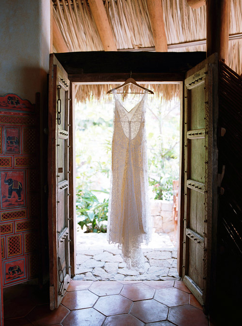 Beautiful Wedding Dress - photo by Lisa Lefkowitz Photography | Junebug Weddings
