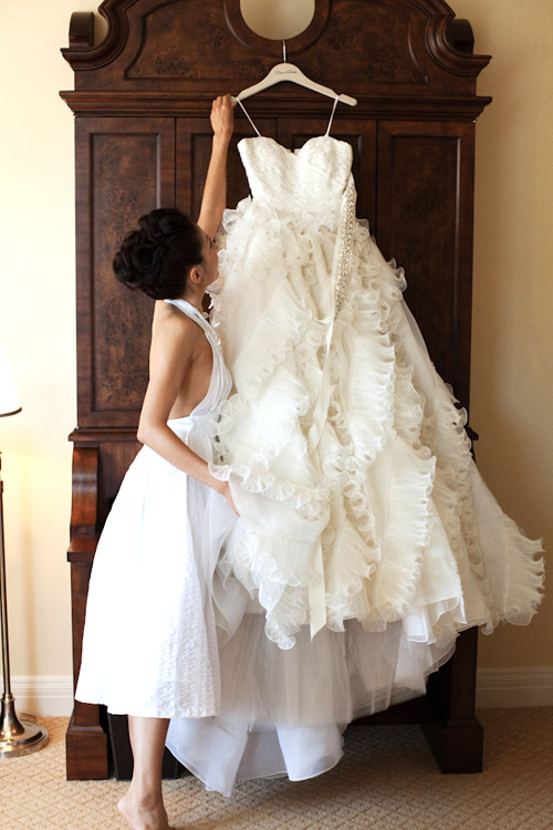 Beautiful Wedding Dress - photo by Roberto Valenzuela | Junebug Weddings