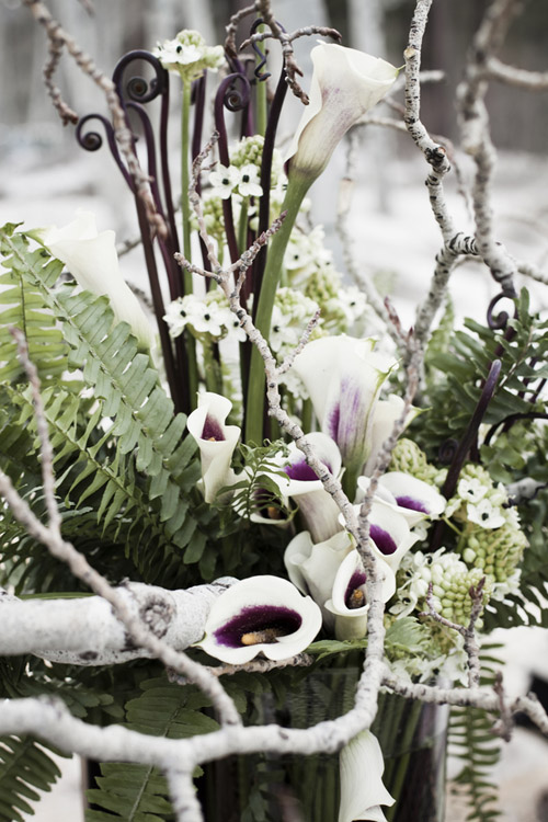 stylish winter woodland wedding flowers in Lake Tahoe, photos by Viera Photographics