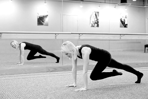 Pure Barre Straight Arm Plank - Targets abs and arms | junebugweddings.com