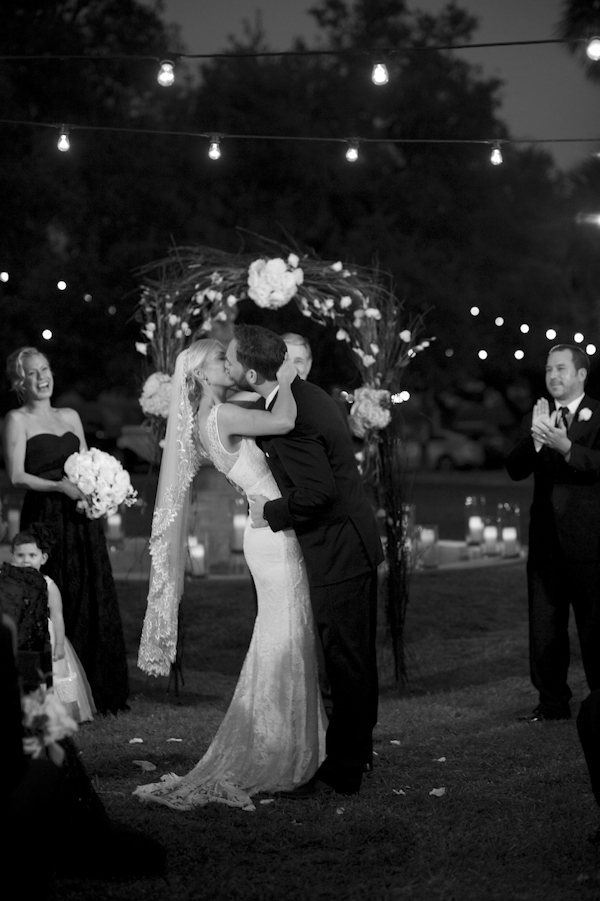 Black, white, and gold wedding at Austin Museum of Art in Austin, Texas, photos by Ashley Garmon Photography  | via junebugweddings.com