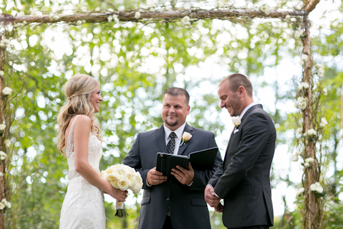 Garden Wedding at Medicine Creek Winery - photos by Jessica Hill Photography | junebugweddings.com