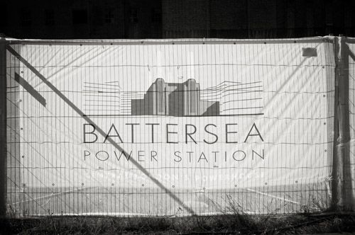 London wedding at Battersea Power Station by MarkNiemierko, photos by Jeremy Enness | via junebugweddings.com