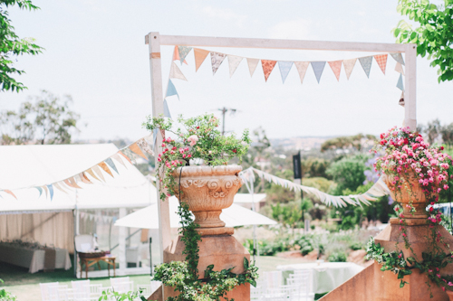 pretty travel inspired wedding in York, Australia with photos by Ben Yew Photography | junebugweddings.com